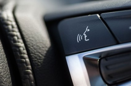 Steering wheel button with speech symbol